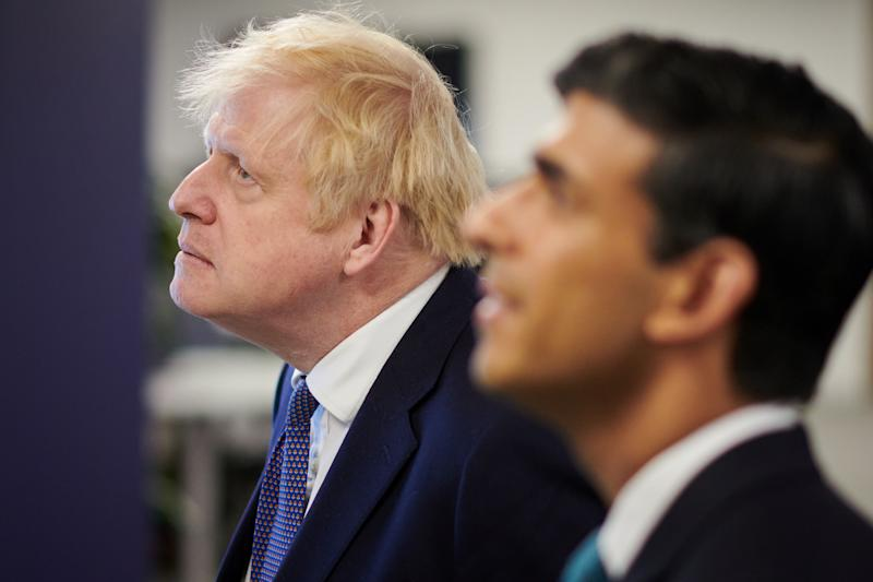 Britain's Prime Minister Boris Johnson (L) and Britain's Chancellor of the Exchequer Rishi Sunak visit the headquarters of Octopus Energy on October 5, 2020 in London. - The visit coincides with the company's plan to create 1,000 new technology jobs across sites in England. (Photo by Leon Neal / POOL / AFP) (Photo by LEON NEAL/POOL/AFP via Getty Images)