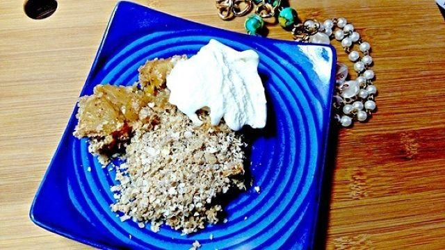 A quick fruity bite: Apple and Mango Crumble