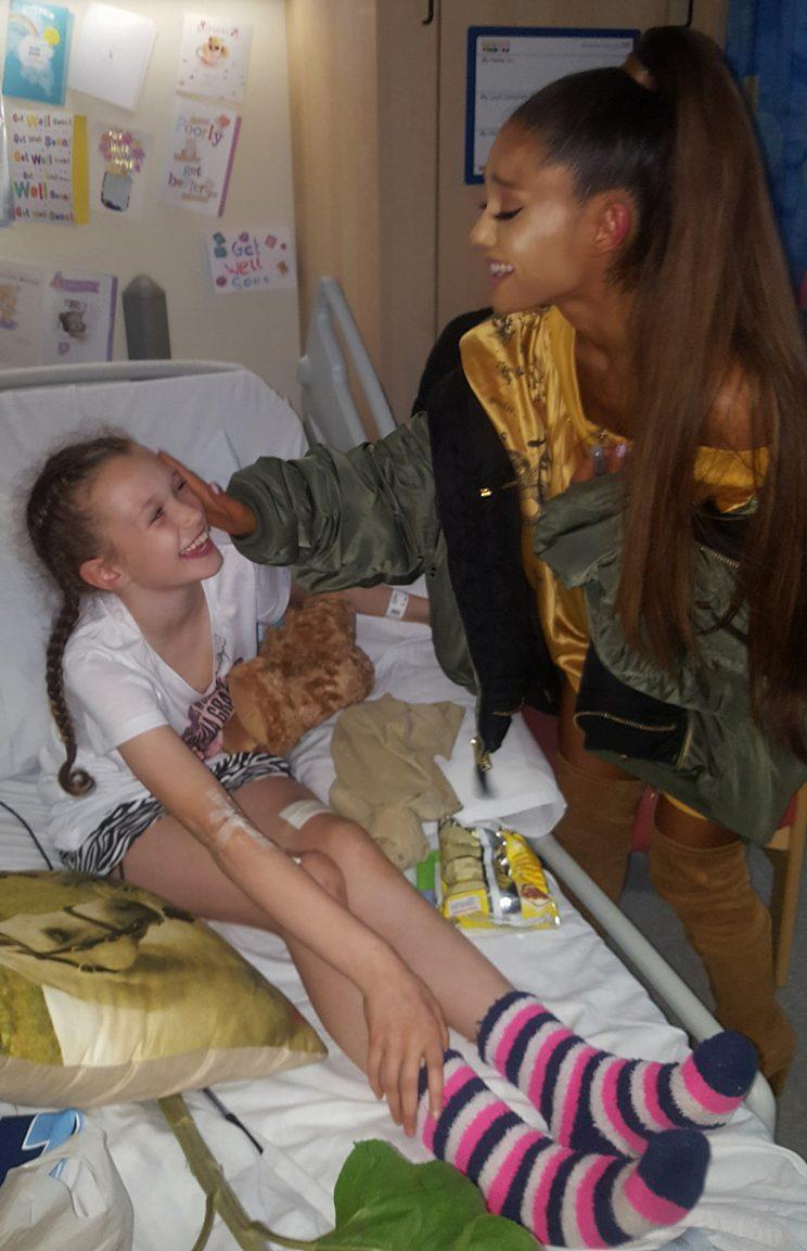 Ariana Grande visits a patient recovering from the Manchester attack. (Photo: Peter Mann via Facebook)