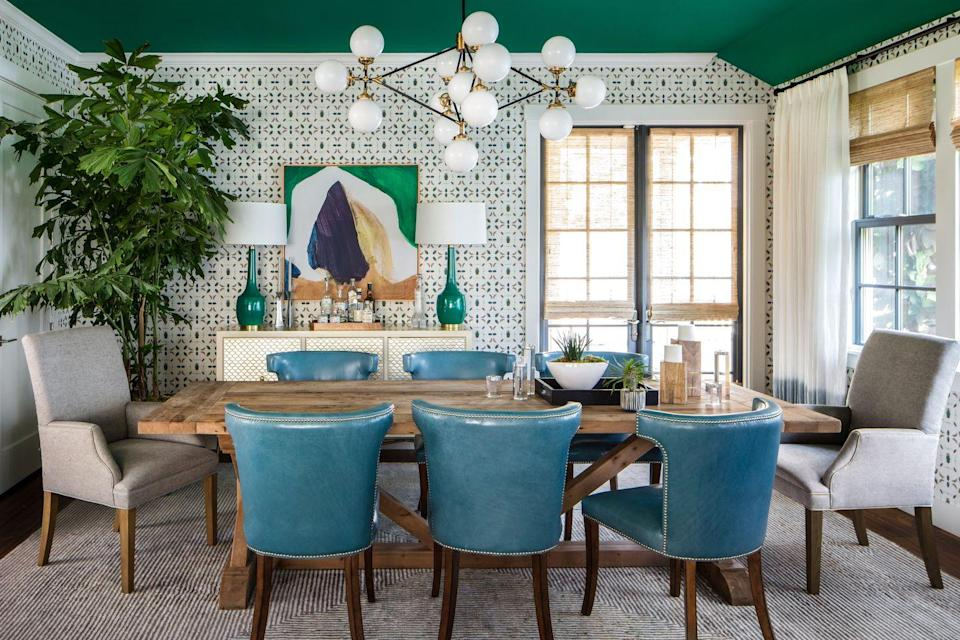 """<p>Just because you want to add wallpaper to your room doesn't mean it has to be your space's only """"wow"""" factor. In this dining room, <a href=""""https://www.studiomunroe.com/"""" rel=""""nofollow noopener"""" target=""""_blank"""" data-ylk=""""slk:Emilie Munroe"""" class=""""link rapid-noclick-resp"""">Emilie Munroe</a> painted the ceiling a gorgeous green, thereby turning this insect-inspired wallpaper into a neutral.</p><p><em>Bumble Bee Wallpaper, $265<br></em><a class=""""link rapid-noclick-resp"""" href=""""https://go.redirectingat.com?id=74968X1596630&url=https%3A%2F%2Fwww.farrow-ball.com%2Fen-us%2Fwallpaper%2Fbumble-bee%3Fsku%3D5029496690712%26region%3DUS%26gclid%3DCjwKCAiAz4b_BRBbEiwA5XlVVll-m3gu6E5xn23YcBMuVk72D6KTqv58N7GGarJhNv0SUF-VgtW6QhoCSLQQAvD_BwE&sref=https%3A%2F%2Fwww.redbookmag.com%2Fhome%2Fg35083191%2Fwallpaper-design-ideas%2F"""" rel=""""nofollow noopener"""" target=""""_blank"""" data-ylk=""""slk:Shop the Look"""">Shop the Look</a><br></p>"""