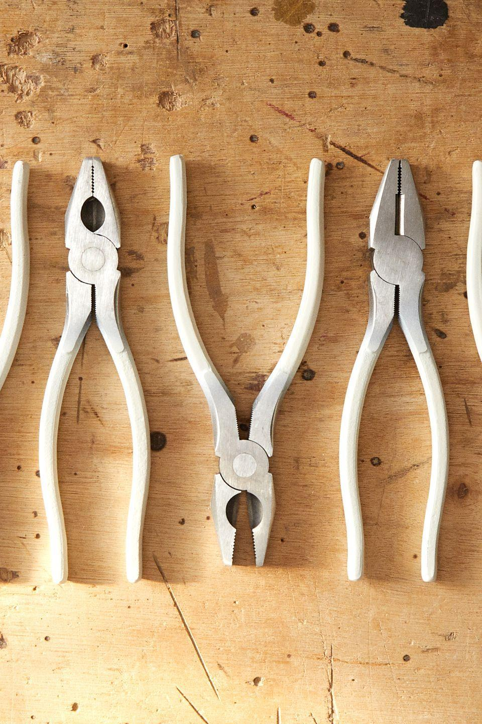 <p>A versatile tool for attaching, folding or cutting, the pliers are made of forged carbon steel with a nickel pearl finish, in universal and electrician's tip format.</p>
