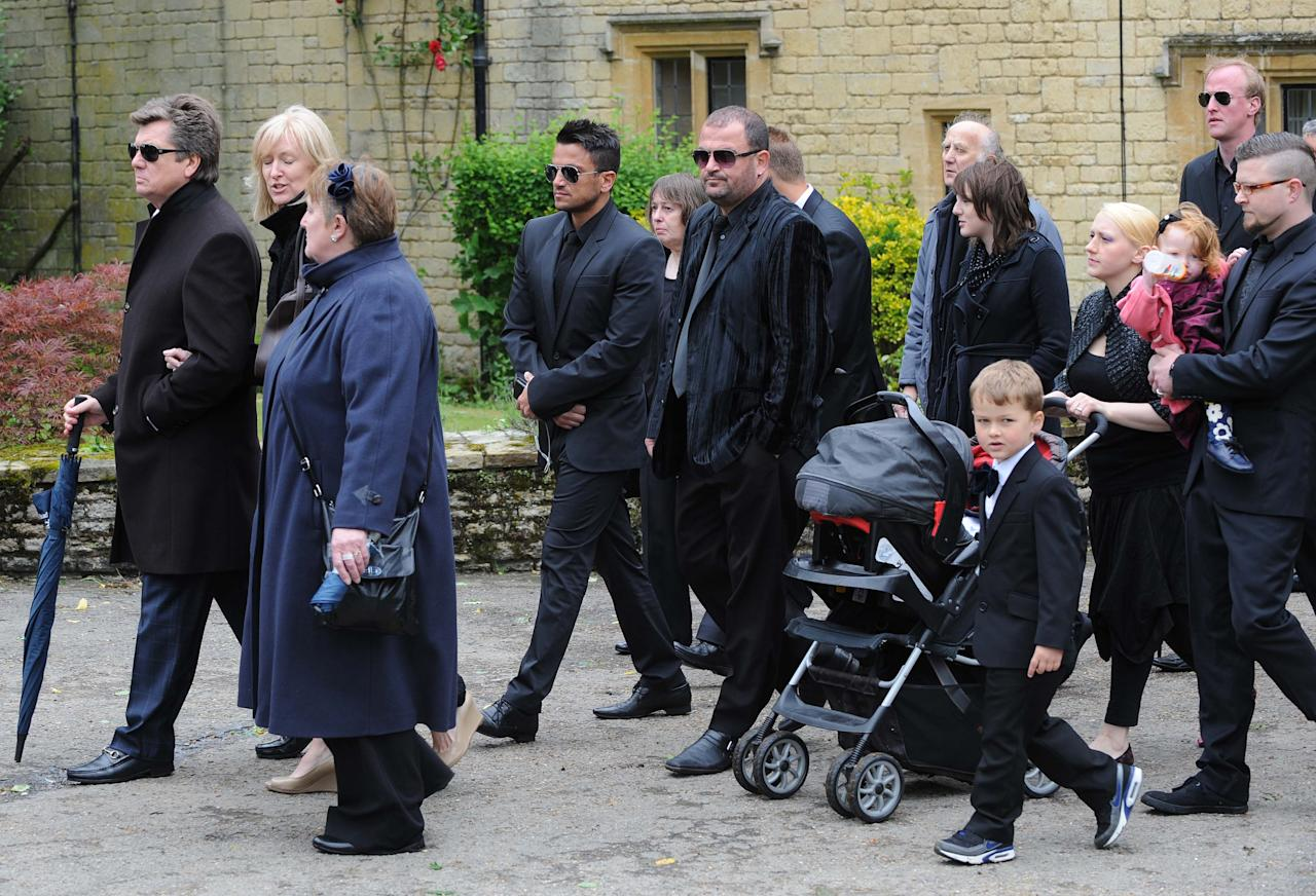 OXFORD, UNITED KINGDOM - JUNE 08: Peter Andre arrives for Robin Gibb's funeral at Priest End, Thame on June 8, 2012 in Oxford, England. (Photo by Stuart Wilson/Getty Images)