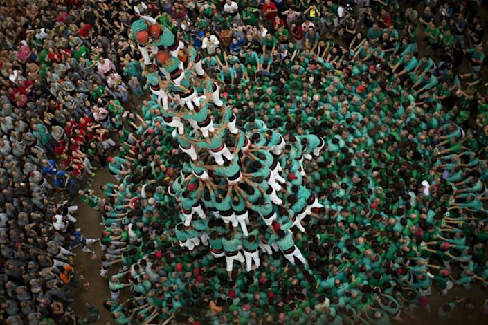 """<p>Members of the """"Castellers de Villafranca"""" try to complete their human tower during the 26th Human Tower Competition in Tarragona, Spain, Oct. 2, 2016. (AP Photo/Emilio Morenatti)</p>"""