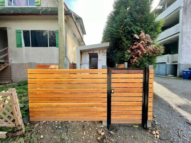 The half-built office pod at the tiny 1916 William Street lot in East Vancouver has been ordered removed by the city. (Karin Larsen/CBC - image credit)