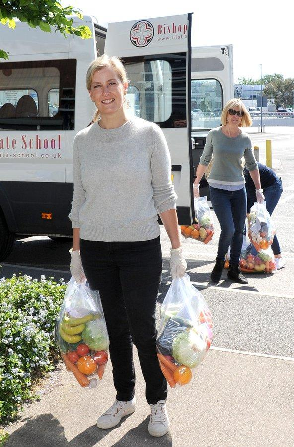 Sophie helped pack and deliver bags of food to hospital staff. (Sarah Legge Photography)