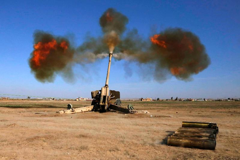 Iraqi fighters from the Abbas Brigade, under the umbrella of the Shiite popular mobilisation units, fire towards enemy positions in village of Badush, some 15 kilometres northwest of Mosul, on March 9, 2017 (AFP Photo/Mohammed SAWAF)