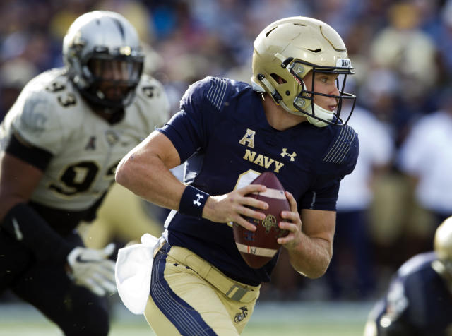 Navy quarterback Zach Abey (9) rushed for 1,413 yards and 19 touchdowns in 2017. (AP Photo/Jose Luis Magana)