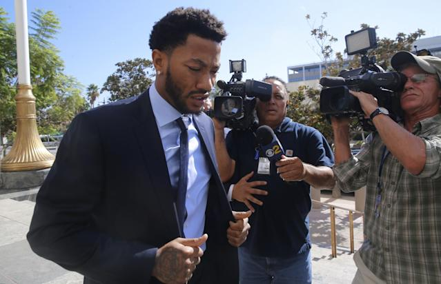 "Former NBA MVP <a class=""link rapid-noclick-resp"" href=""/nba/players/4387/"" data-ylk=""slk:Derrick Rose"">Derrick Rose</a> arrives at court to face his accuser in an alleged gang-rape trial. (AP)"