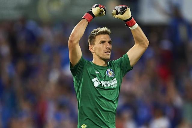 Crystal Palace confirm signing of goalkeeper Vicente Guaita on three-year deal