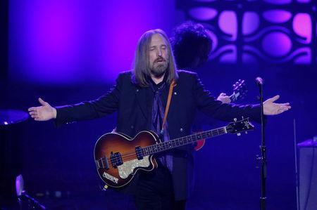 Celebs react to death of Tom Petty