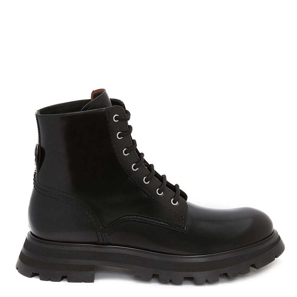 """<p>Alexander McQueen's chunky black boots will stand the test of time – wear them with your jeans during the winter and a playful summer dress when the weather warms.</p><p><a class=""""link rapid-noclick-resp"""" href=""""https://go.redirectingat.com?id=127X1599956&url=https%3A%2F%2Fwww.alexandermcqueen.com%2Fen-gb%2Fboots%2Fwander-boot-657569WHZ801000.html&sref=https%3A%2F%2Fwww.townandcountrymag.com%2Fuk%2Fstyle%2Fg35807920%2Ftransitional-clothing%2F"""" rel=""""nofollow noopener"""" target=""""_blank"""" data-ylk=""""slk:SHOP NOW"""">SHOP NOW</a></p><p>£690, Alexander McQueen.</p>"""