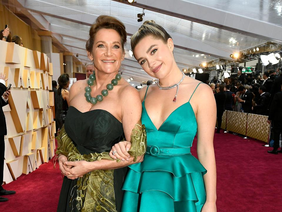 florence pugh oscars with her mom