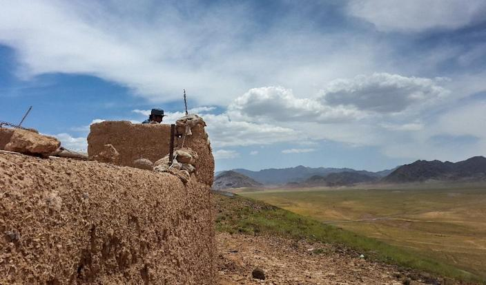 An Afghan military checkpoint on the outskirts of Tarin Kot, the capital of southern Uruzgan province (AFP Photo/RATEB NOORI)