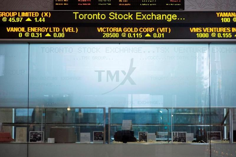 S&P/TSX composite dips even as gold price rises to near nine-year high