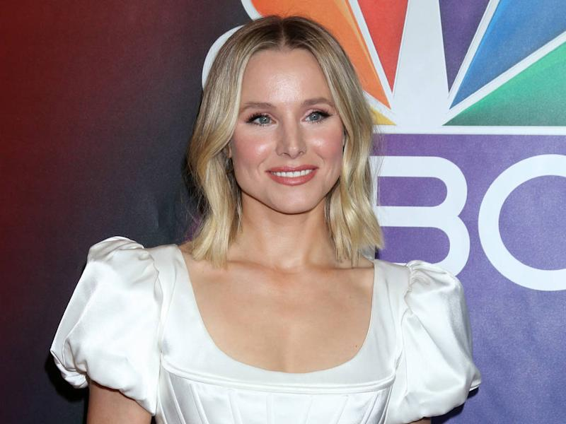 Kristen Bell surprised by high school drama teacher during TV appearance