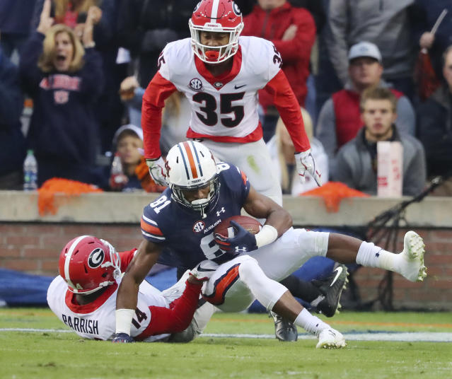 Auburn wide receiver Darius Slayton makes a touchdown catch in front of Georgia defenders Malkom Parrish and Aaron Davis during the first half of an NCAA college football game at Jordan-Hare Stadium on Saturday, Nov. 11, 2017, in Auburn, Ala. (Curtis Compton/Atlanta Journal-Constitution via AP)