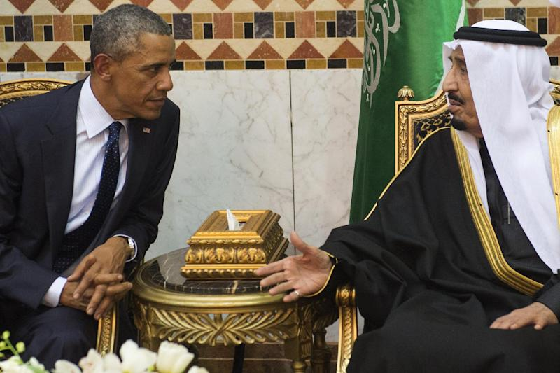 Saudi King Salman (R) meets with US President Barack Obama at the Erga Palace in Riyadh on January 27, 2015