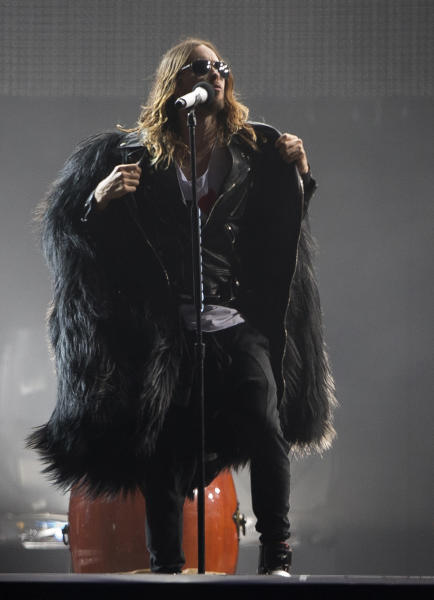 """FILE - In this Sept. 14, 2013 file photo, Jared Leto of Thirty Seconds To Mars performs at the annual Rock in Rio music festival in Rio de Janeiro, Brazil. Leto is promoting """"Artifact,"""" a documentary he directed about his band 30 Seconds to Mars' battle with its record label over its contract and a $30 million lawsuit. The film, available now on iTunes, airs April 26, 2014, on VH1 and Palladia. (AP Photo/Silvia Izquierdo, file)"""