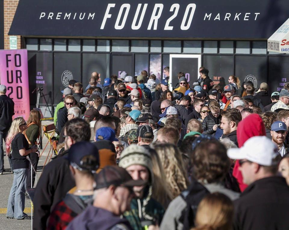 """<span class=""""caption"""">People line up to purchase legal cannabis in Calgary, Alta., on Oct. 17, 2018.</span> <span class=""""attribution""""><span class=""""source"""">THE CANADIAN PRESS/Jeff McIntosh </span></span>"""
