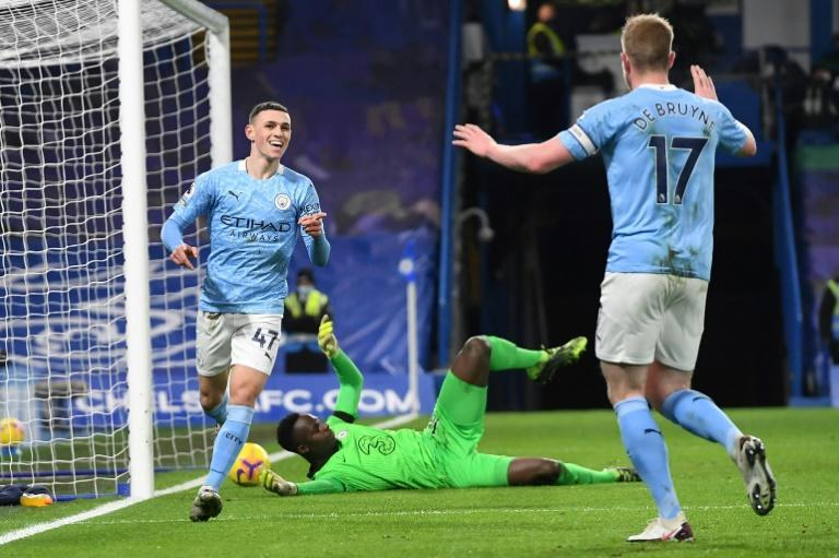 City slickers: Phil Foden (left) and Kevin De Bruyne (right)scored in Manchester City's win at Chelsea