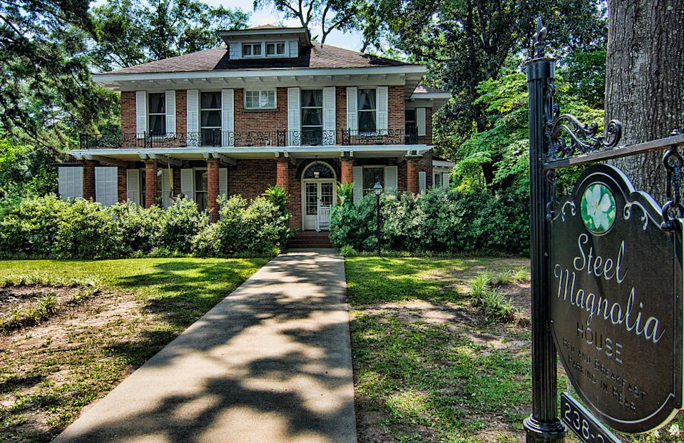 """The """"Steel Magnolias"""" house captured in an undated photograph. (Photo: Education Images/Universal Images Group via Getty Images)"""