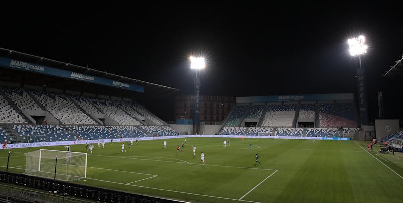REGGIO NELL'EMILIA, ITALY - MARCH 09: A general view of play in the empty stadium after rules to limit the spread of Covid-19 were put in place for the Serie A match between US Sassuolo and Brescia Calcio at Mapei Stadium - Citta del Tricolore on March 9, 2020 in Reggio nell'Emilia, Italy (Photo by Emilio Andreoli/Getty Images)