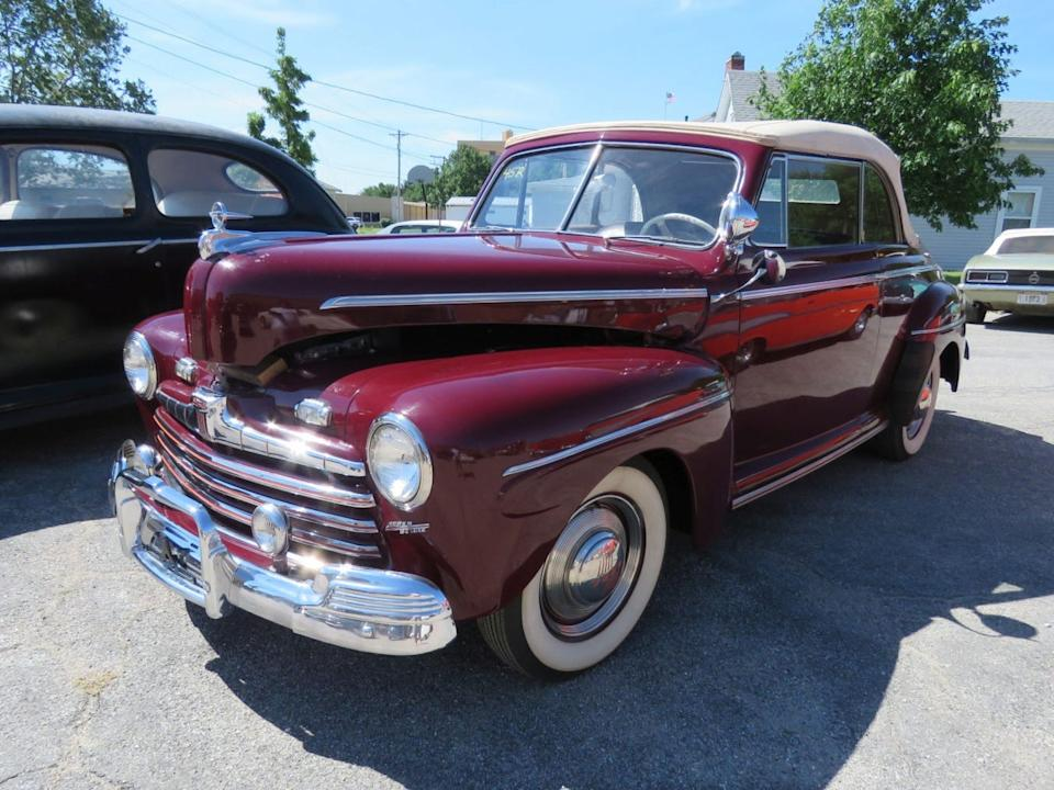 45R 1946 FORD SUPER DELUXE CONVERTIBLE