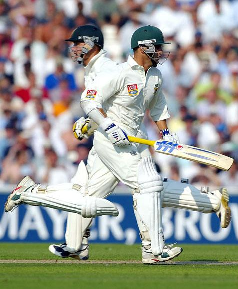 LONDON - SEPTEMBER 4:  Herschelle Gibbs (L) and Gary Kirsten of South Africa pile on the runs during the first day of the fifth npower test match between England and South Africa at The AMP Oval Cricket Ground on September 4, 2003 in London. (Photo by Mike Hewitt/Getty Images)