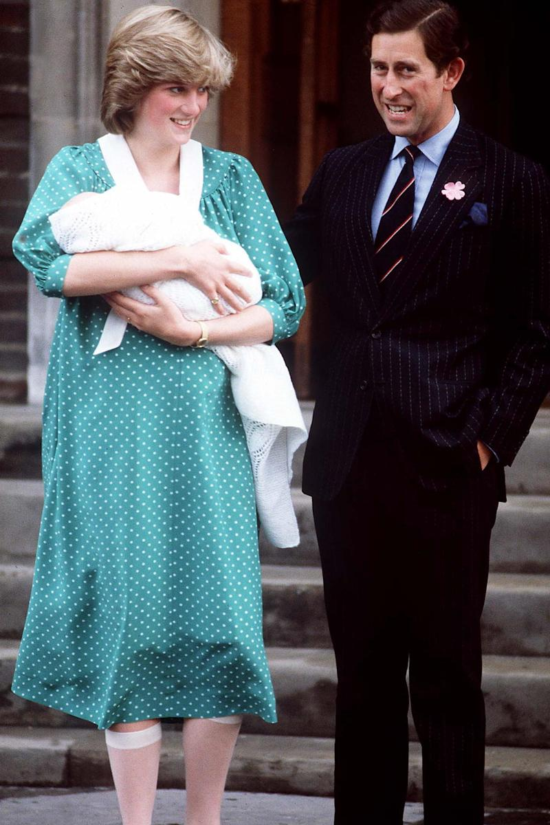 Diana with William on the steps of the Lindo Wing (REX/Shutterstock)