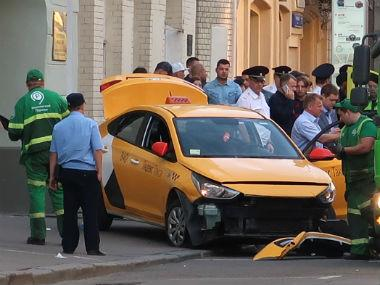 Moscow taxi driver falls asleep at wheel, injures seven football fans near Red Square after losing control of car