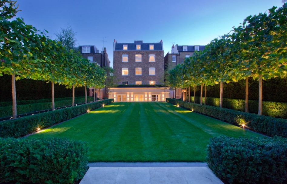 Perfectly manicured lawns. Photo: Aston Chase