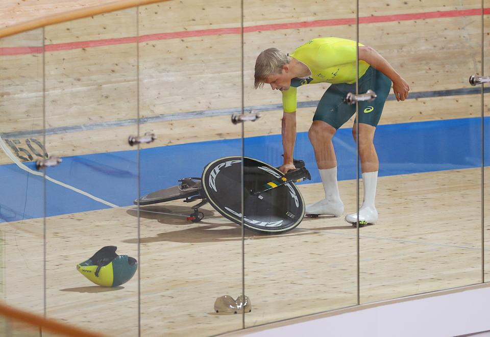 IZU, JAPAN - AUGUST 02: Alexander Porter of Team Australia after falls during the Men´s team pursuit qualifying of the Track Cycling on day 10 of the Tokyo Olympics 2021 games at Izu Velodrome on August 02, 2021 in Izu, Shizuoka, Japan. (Photo by Tim de Waele/Getty Images)