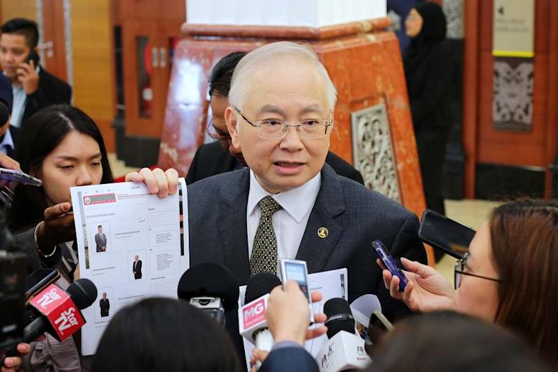 Ayer Hitam MP Datuk Seri Wee Ka Siong the Agriculture and Agro-based Industry Ministry had called for an open tender on July 24 for the RM52.48 million worth of contracts over a three-year period and the companies that won the tenders have now been forced to enter into direct negotiations. ― Picture by Ahmad Zamzahuri