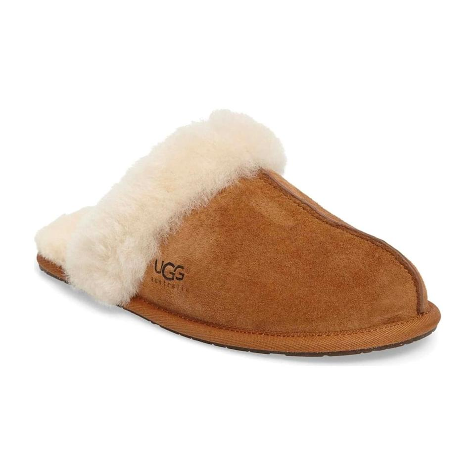 "<p>$85</p><p><a rel=""nofollow"" href=""https://shop.nordstrom.com/s/ugg-scuffette-ii-slipper-women/2976610"">SHOP NOW</a></p><p>Gift her these shearling-trimmed slippers that she's sure to live in once baby arrives.</p>"