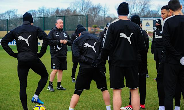 Newcastle United's manager, Rafael Benítez, speaks to his players at the club's training centre as they prepare for Saturday's visit of Southampton.