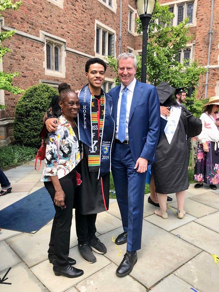 Dante de Blasio with his parents, Bill de Blasio and Chirlane McCray, at Yale University in May 2019.