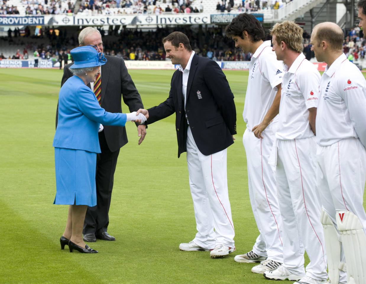 LONDON - JULY 17:  Queen Elizabeth II is introduced to the England team and shakes hands with captain, Andrew Strauss during day two of the npower 2nd Ashes Test Match between England and Australia at Lord's on July 17, 2009 in London, England. (Photo by Arthur Edwards/WPA-Pool/Getty Images)