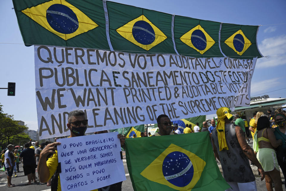 People take part in a demonstration to support Brazilian President Jair Bolsonaro amidst Brazil's Independence Day, at Copacabana beach in Rio de Janeiro, Brazil, on September 7, 2021. - Fighting record-low poll numbers, a weakening economy and a judiciary he says is stacked against him, President Jair Bolsonaro has called huge rallies for Brazilian independence day Tuesday, seeking to fire up his far-right base. (Photo by MAURO PIMENTEL / AFP) (Photo by MAURO PIMENTEL/AFP via Getty Images)