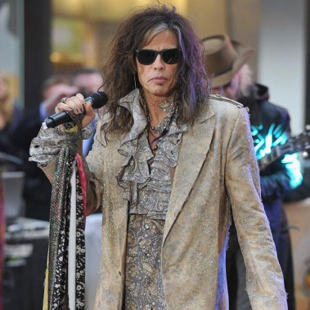 Steven Tyler 'surrounded by models at club'