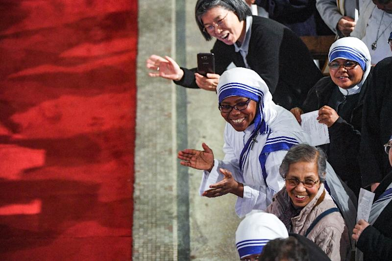 Around 400 people welcome Pope Francis to the cathedral in Rabat (AFP Photo/ FADEL SENNA)