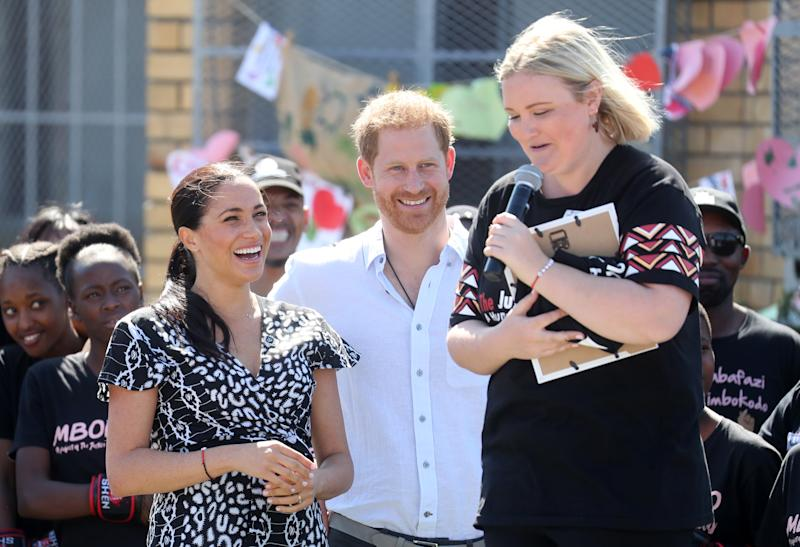 CAPE TOWN, SOUTH AFRICA - SEPTEMBER 23: Meghan, Duchess of Sussex and Prince Harry, Duke of Sussex laugh as Jessica Dewhurst, Justice Desk Founder (R) makes a joke as they visit a Justice Desk initiative in Nyanga township, during their royal tour of South Africa on September 23, 2019 in Cape Town, South Africa. The Justice Desk initiative teaches children about their rights and provides self-defence classes and female empowerment training to young girls in the community. (Photo by Chris Jackson/Getty Images)
