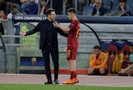 <p>Soccer Football – Champions League Semi Final Second Leg – AS Roma v Liverpool – Stadio Olimpico, Rome, Italy – May 2, 2018 Roma's Stephan El Shaarawy speaks with coach Eusebio Di Francesco after he is substituted REUTERS/Max Rossi </p>