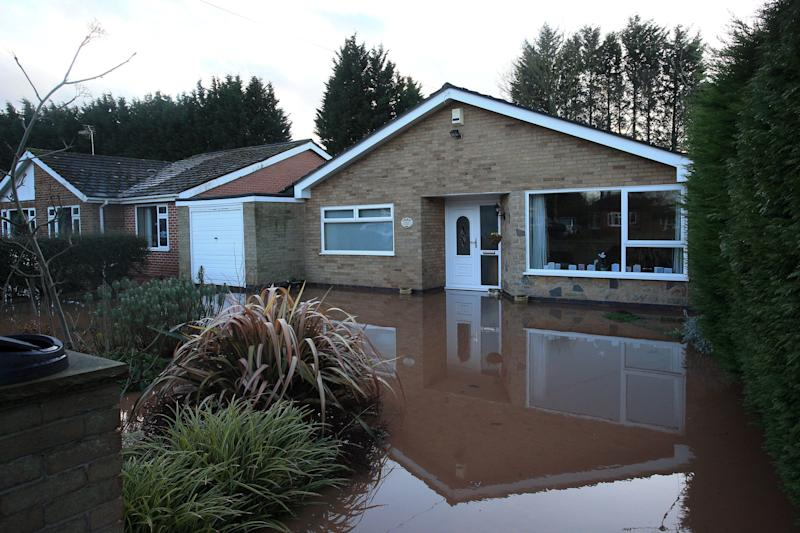 <strong>Flood water surrounds a house after the River Trent burst its banks, in Lowdham, Nottinghamshire.</strong> (Photo: LINDSEY PARNABY via Getty Images)