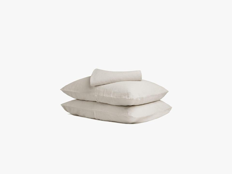 """<p><strong>Parachute Home</strong></p><p>parachutehome.com</p><p><strong>$239.00</strong></p><p><a href=""""https://go.redirectingat.com?id=74968X1596630&url=https%3A%2F%2Fwww.parachutehome.com%2Fproducts%2Flinen-split-king-sheet-set&sref=https%3A%2F%2Fwww.harpersbazaar.com%2Fwedding%2Fplanning%2Fg33647953%2Ffourth-anniversary-gift-ideas%2F"""" rel=""""nofollow noopener"""" target=""""_blank"""" data-ylk=""""slk:SHOP NOW"""" class=""""link rapid-noclick-resp"""">SHOP NOW</a></p><p>If you're looking for a gift that you can both enjoy rather than gifting individually, ppt for a boudoir update with luxe linen sheets. </p>"""