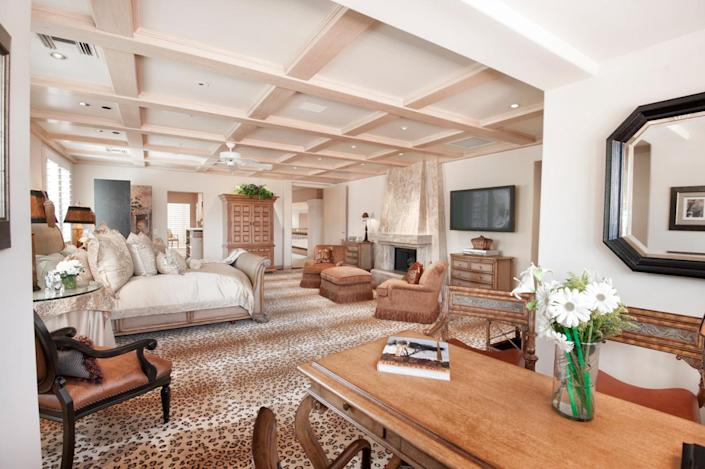 """<p>When all the partying is done, the owners can retreat to their expansive master suite, which, in addition to more traditional areas, has its own gym and sauna. (All photos via <a href=""""http://bit.ly/1OjQdjg"""" rel=""""nofollow noopener"""" target=""""_blank"""" data-ylk=""""slk:Concierge Auctions listing"""" class=""""link rapid-noclick-resp"""">Concierge Auctions listing</a>)</p>"""