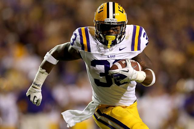 BATON ROUGE, LA - NOVEMBER 03: Jeremy Hill #33 of LSU carries the ball against Alabama at Tiger Stadium on November 3, 2012 in Baton Rouge, Louisiana. (Photo by Matthew Stockman/Getty Images)