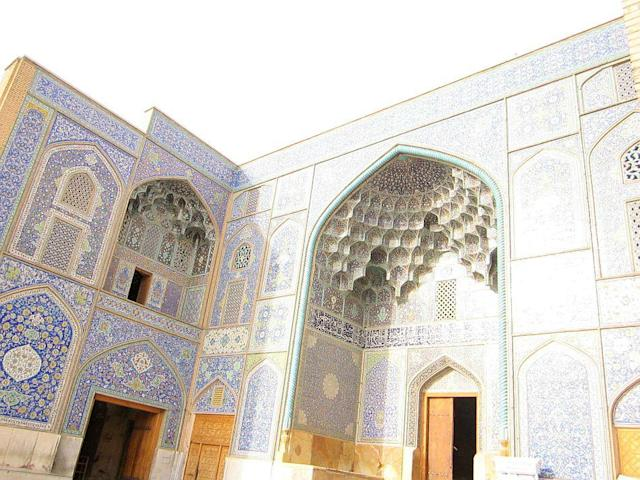 The exquisite blue of Sheikh Lutf Allah Mosque