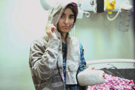 A displaced woman who was injured in clashes and fleeing from Islamic State militants of Mosul, receives treatment at a hospital west of Erbil, Iraq, November 25, 2016. REUTERS/Azad Lashkari