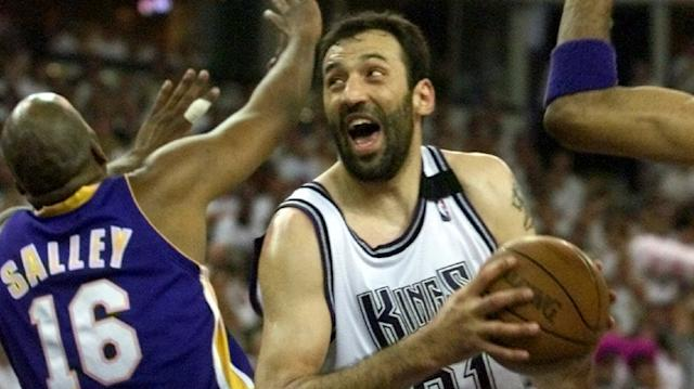 Sacramento Kings center Vlade Divac against the Los Angeles Lakers