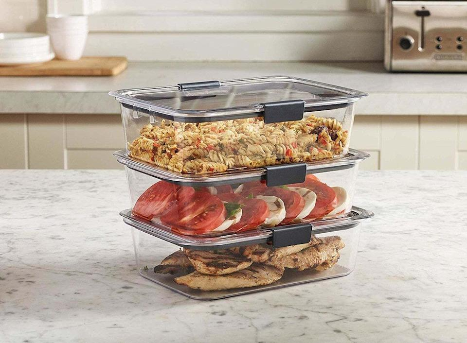 """You can pop these right in the microwave because you shouldn't have to dirty extra dishes just to enjoy leftovers.<br /><br /><strong>Promising review:</strong>""""I am in the process of replacing all my storage containers with these. I cannot say enough good things about this product!<strong>These containers go from dishwasher to freezer storage without any issue.</strong>Started with a sample set to test whether they would bubble up in the microwave or stain, as I cook a lot of red sauce pasta and barbecue. They have passed every test with flying colors. These have not stained, bubbled (whitened), and hand washing or dishwasher — it doesn't make a difference, because they clean up great! Exceeded all expectations and I wish I would have bought these sooner. The best all around storage container I have ever used! Love them!"""" —<a href=""""https://www.amazon.com/dp/B07D84R2HP?tag=huffpost-bfsyndication-20&ascsubtag=5833640%2C15%2C43%2Cd%2C0%2C0%2C0%2C962%3A1%3B901%3A2%3B900%3A2%3B974%3A3%3B975%3A2%3B982%3A2%2C16261698%2C0"""" target=""""_blank"""" rel=""""noopener noreferrer"""">Susanne S.</a><br /><br /><strong>Get a two-pack from Amazon for<a href=""""https://www.amazon.com/dp/B07D84R2HP?tag=huffpost-bfsyndication-20&ascsubtag=5833640%2C15%2C43%2Cd%2C0%2C0%2C0%2C962%3A1%3B901%3A2%3B900%3A2%3B974%3A3%3B975%3A2%3B982%3A2%2C16261698%2C0"""" target=""""_blank"""" rel=""""noopener noreferrer"""">$13.98+</a>(available in four sizes and four sizes).</strong>"""